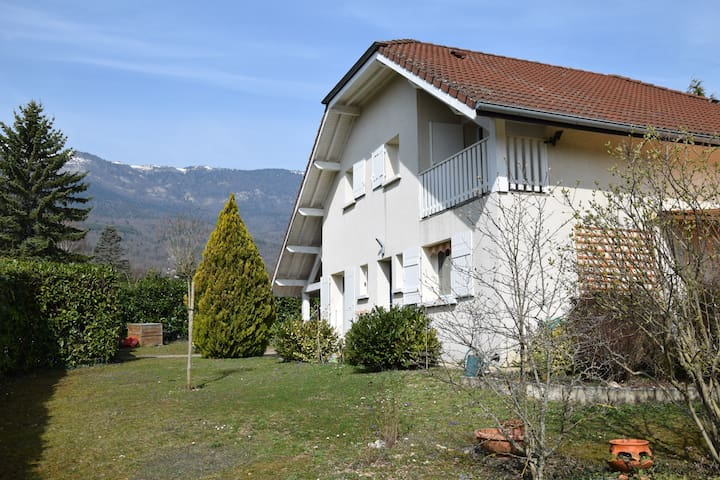 Maison familiale proche Genève, au pied du Jura - Thoiry - Casa