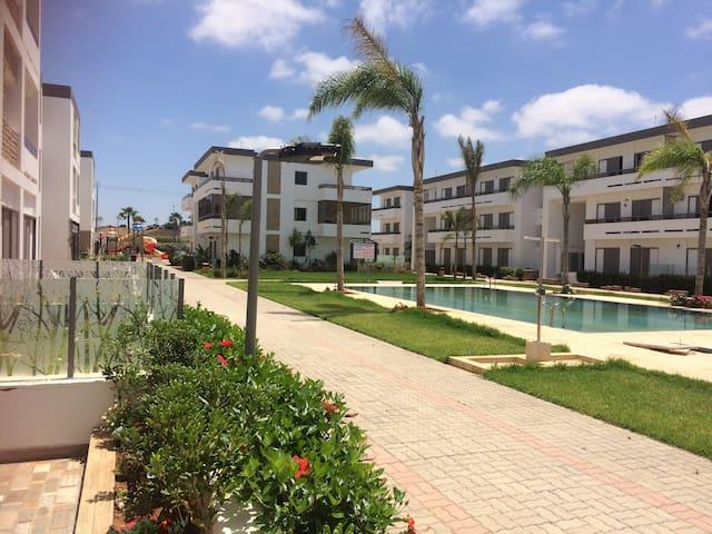 Bel appt, gde terrasse ensoleillée, piscines, WIFI