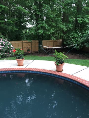 Beautiful private oasis with heated pool - Lawrence Township - Hus