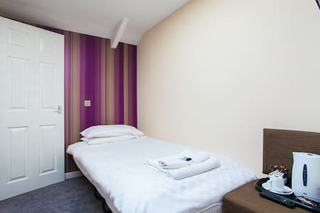 single bedroom breakfast included - Caerleon