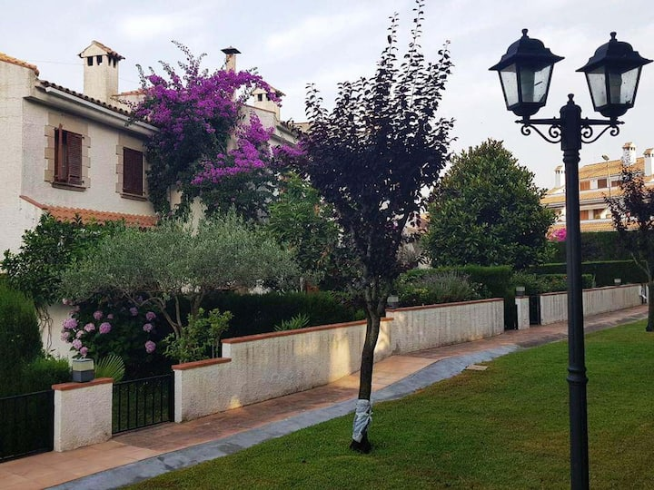 Semi detached house in S'Agaró with garden & terrace & communal pool -BUGAMBILIA