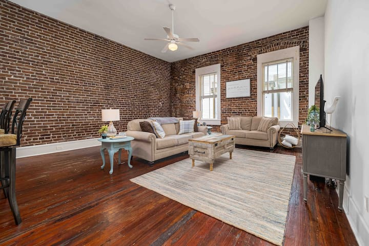 "The ""May Room"" Historic Downtown Loft on Ashley"