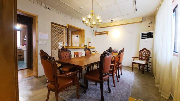 Triple room in luxury house in BATWO STAY