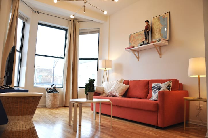 Fresh + Urban 2 BR Apt in Downtown Chicago