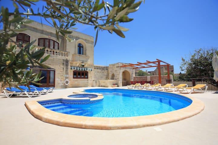 Villa in Peaceful Central Location - Xagħra