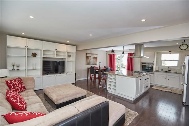 Smart Stays Self contained, Isolated Home Niagara Lakeview Home