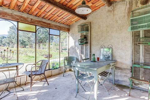 Charming Cottage in Oppède amidst Vineyards