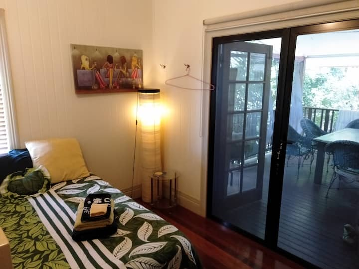 Cairns Upstairs Double Bed WiFi (2) Share bathroom