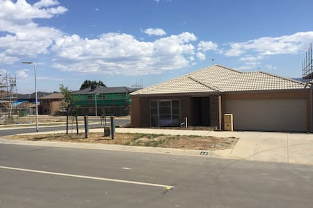 London Park Holiday House(A) - Narre Warren - Villa