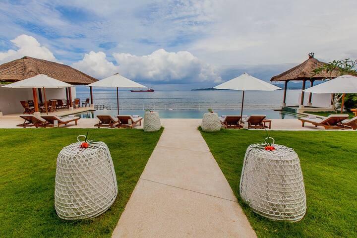 Oceanfront Luxury Villa in East Bali - Villa Lulla