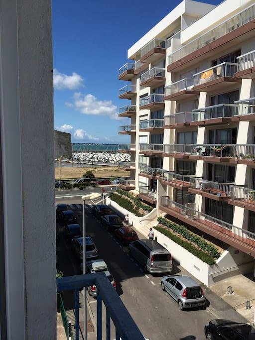 photo prise du balcon , vue sur la port d'échouage ..