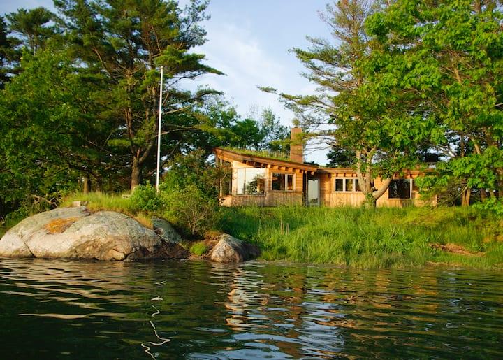 Enchanting waterfront cottage Trollstua (summer)