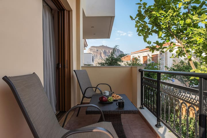 Cyrenia | Suite with Balcony