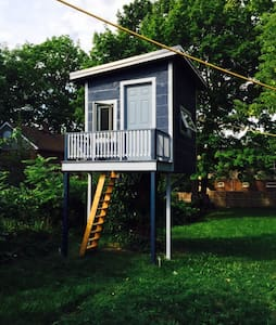 Treehouse Getaway in the Beaches - Toronto