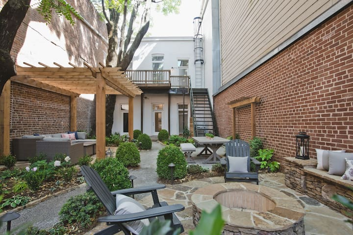 Magnificent 2 BR Downtown - Courtyard & Parking