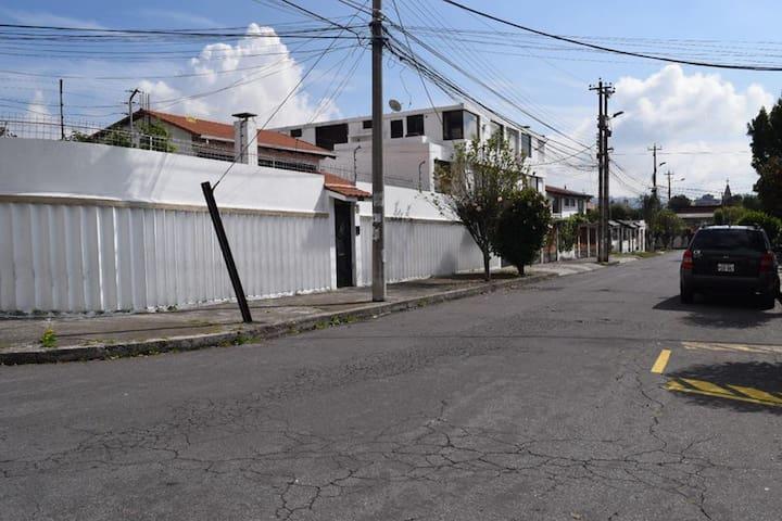 Departamento acogerdor  amoblado nuevo en Quito