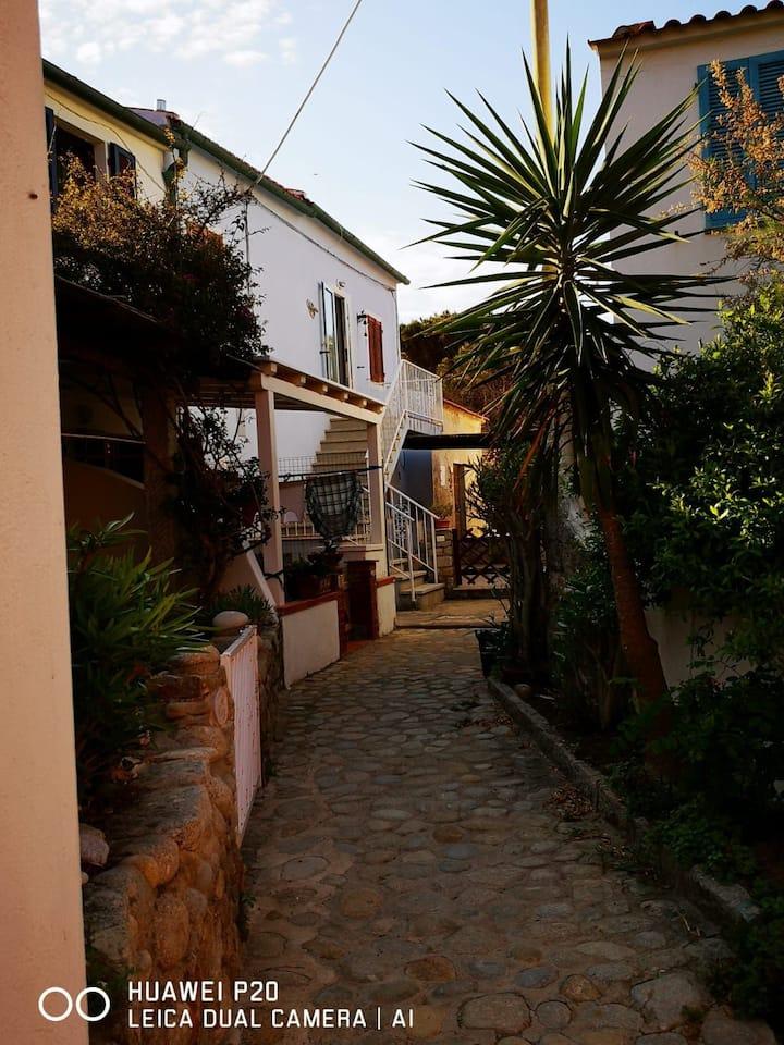 Casa al mare con tramonti estivi sulla Corsica