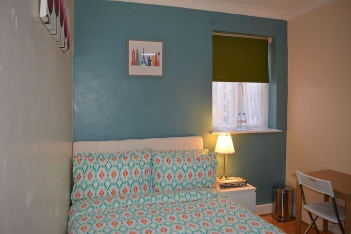 Cosy Double Room near Stratford ! Super Value