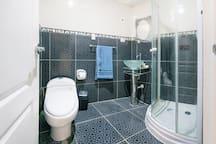 Baño de visitas - Guest bathroom