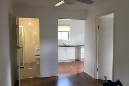 一室一厅,独立厨卫 - House