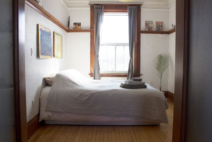Sunny 2 Bedrooms App in Outremont Mile end.