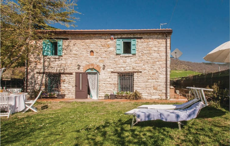 Holiday cottage with 2 bedrooms on 100m² in Montegrimano Terme PU