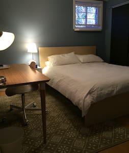 Close to Hospital- Blue Room. - Regina - House