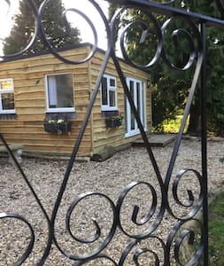 2 bed  luxury  boutique cabin in beautiful grounds - Surrey - Chalet