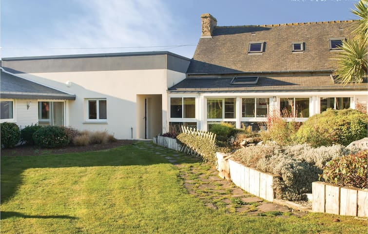 Semi-Detached with 3 bedrooms on 120 m² in Henon