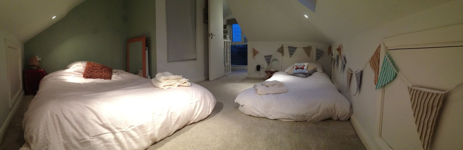 Attic room in central Leigh near seaside & airport