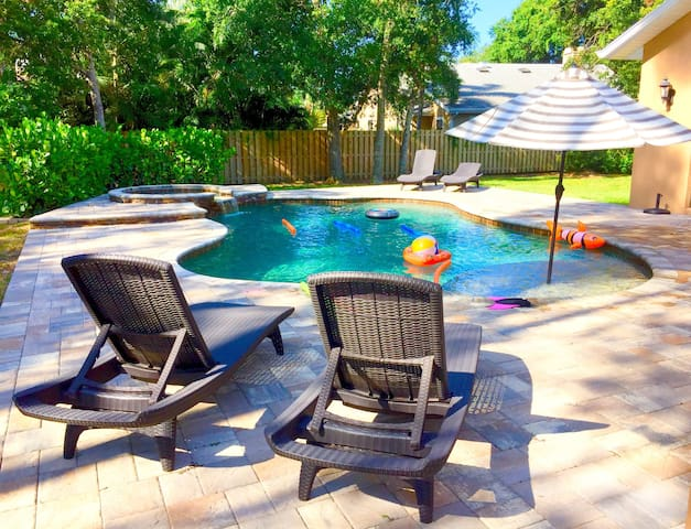 Siesta Oasis - Month Rentals, htd pool, huge yard!