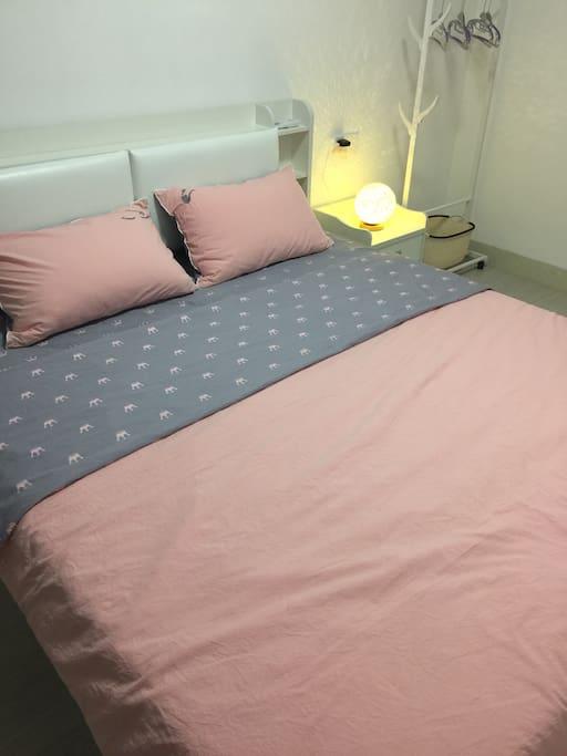 1.8双人床