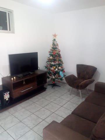 Apartamento simples e confortável de 02 quartos