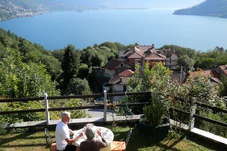 B&B-Casa Edenrock, traumhafter Blick auf den Lago - Cannobio - Bed & Breakfast