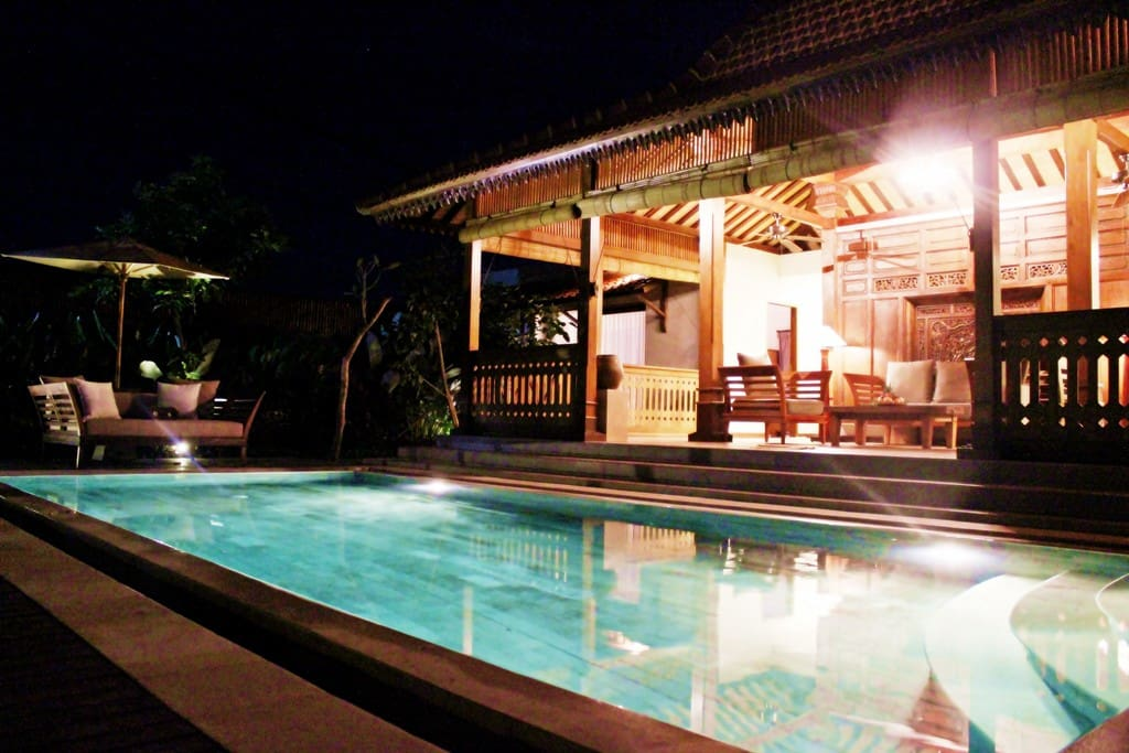 Night view of the villa pool