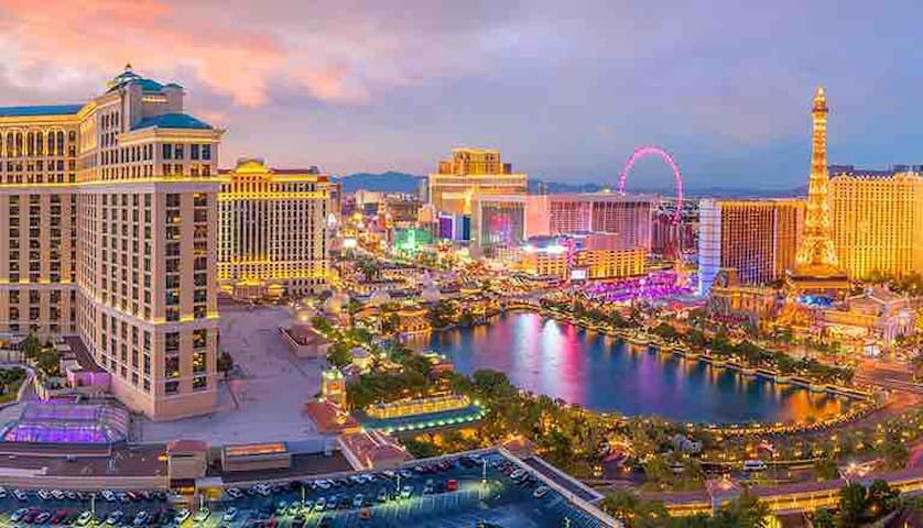 Minutes from airport/Las Vegas strip! Book now!