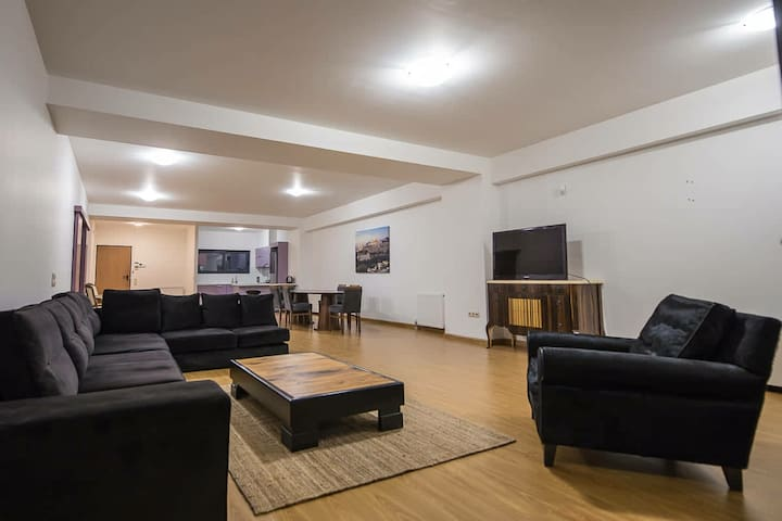 Luxury Party or Stay House Near Maroysi Station
