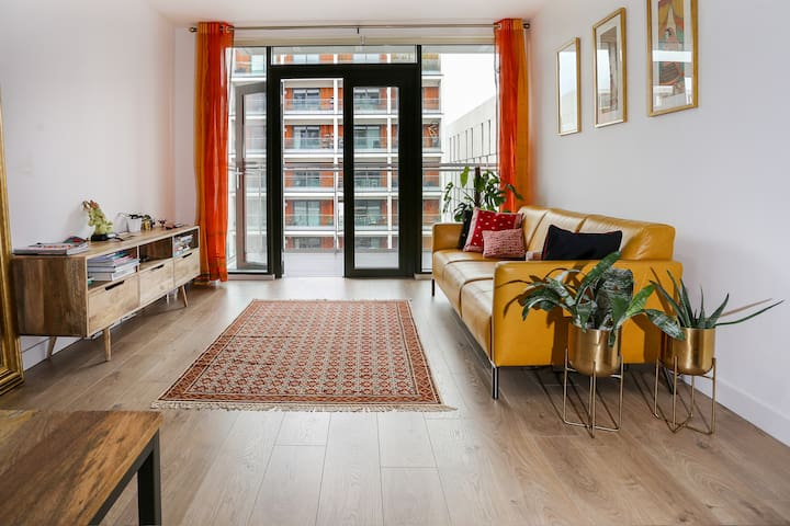 Amazing East London 2BD Apartment with a View