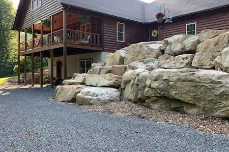 By The Rocks Quiet Country Apartment!