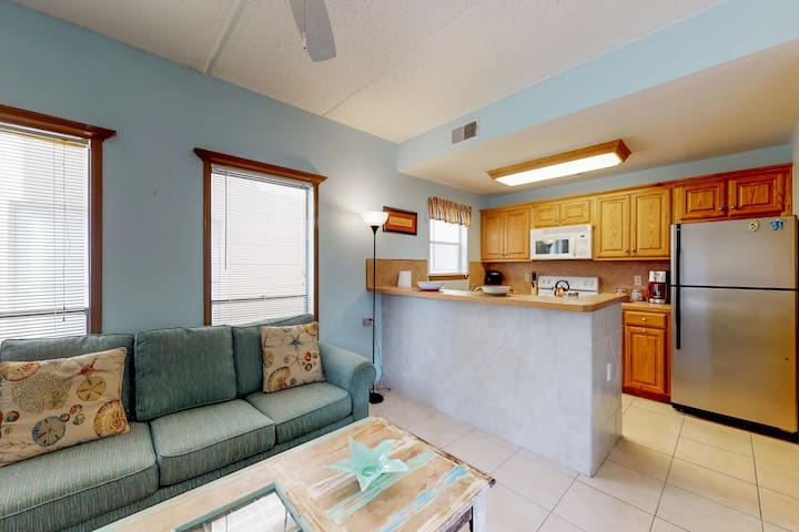 Beautiful family condo with full kitchen and free WiFi - steps from the beach!