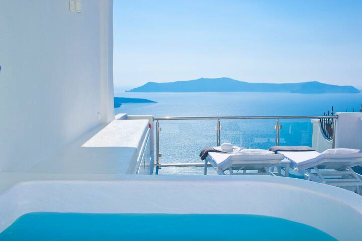 Luxury Villa with Outdoor Jacuzzi Breakfast Incl