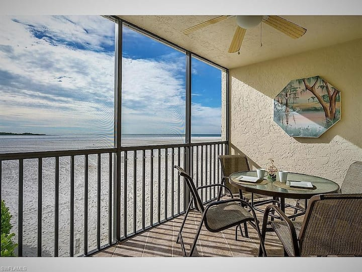 Beach Front Condo with Amazing view of Gulf