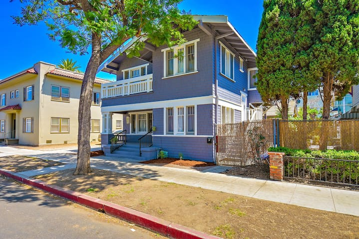 Private Craftsman Upstairs near Urban Downtown - Long Beach - Lejlighed