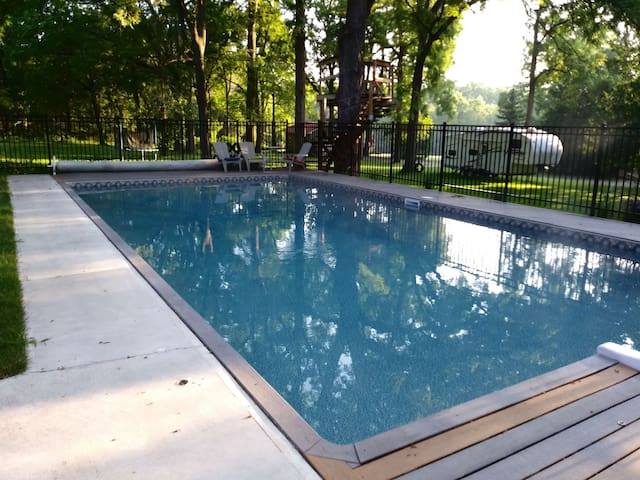 Heritage home on 8 acres, heated pool, zip line