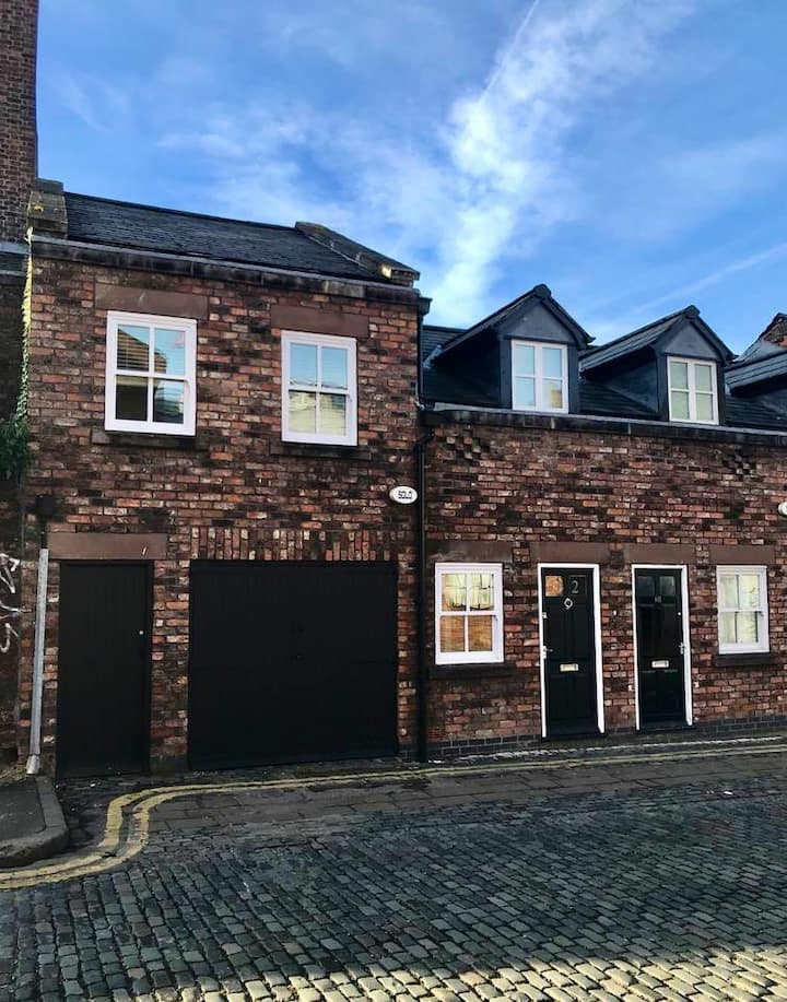 Beautiful 3 Bed Mews Town house, City Centre