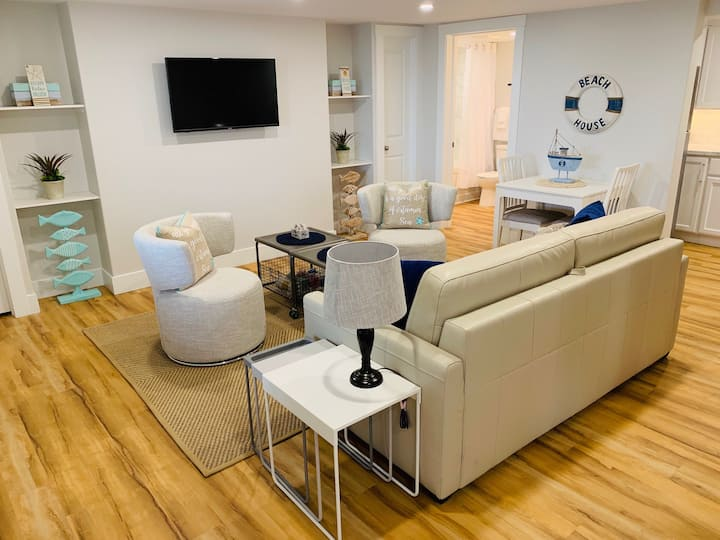 """Waterfront """"King Suite"""" Condo Olde Charlottetown"""