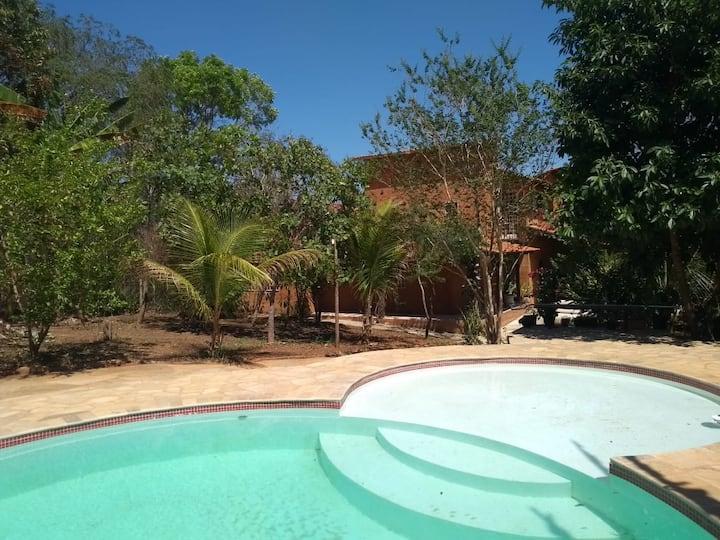 Suíte privativa em casa arborizada e piscina