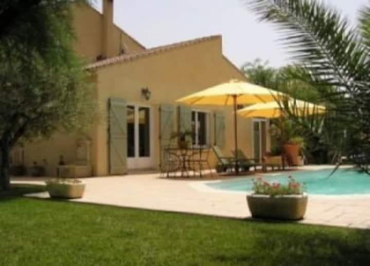 Maison avec piscine a côté d'Avignon