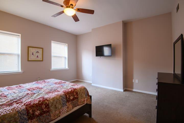 Bedroom 1  (Queen bed) - second floor