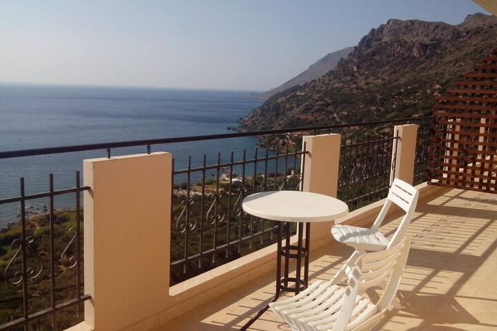 Seaview Studio, 3 pers. panoramic seaview in beautiful setting, west from Chania